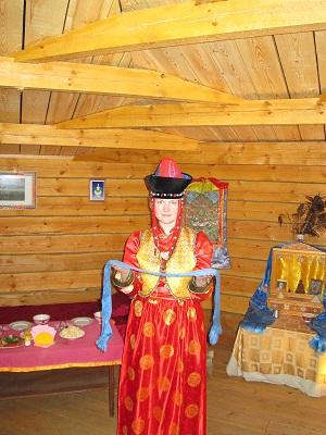 NSR: бурятский традиционный женский костюм